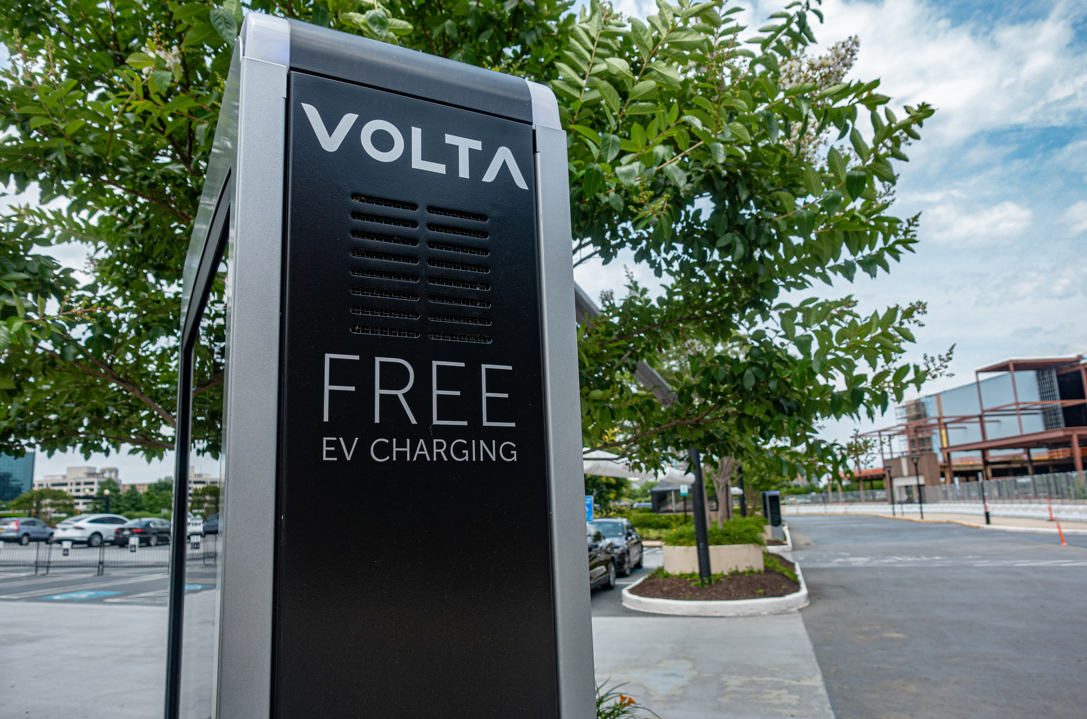 Volta electric vehicle charging_iStock-1275143659